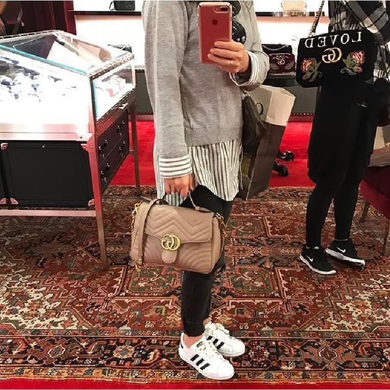 ยุโรปซื้อ Gucci GG Marmont ขนาดเล็กที่จับด้านบนถุงห่วงโซ่จัดการขนาดเล็ก 498110 ส