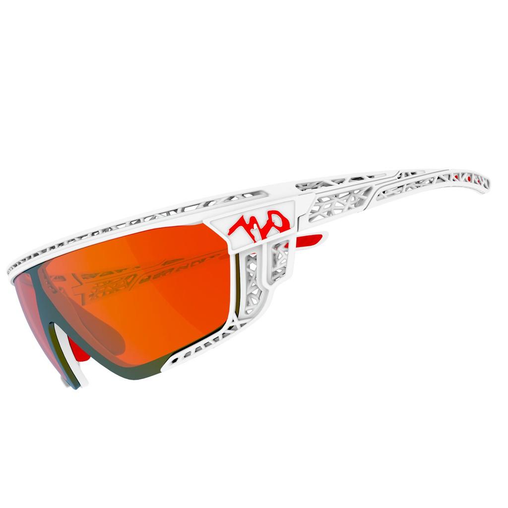 แว่นตากันแดด 720armour รุ่น Apus สีกรอบ Matte White สีเลนส์ Smoke Full Red Ti