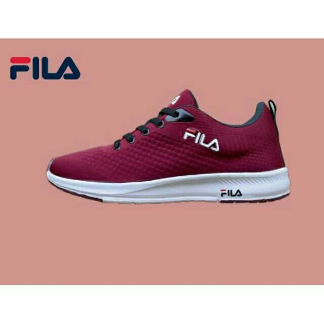 รองเท้ากีฬารองเท้าวิ่ง Fila ล่าสุดสําหรับผู้ชาย