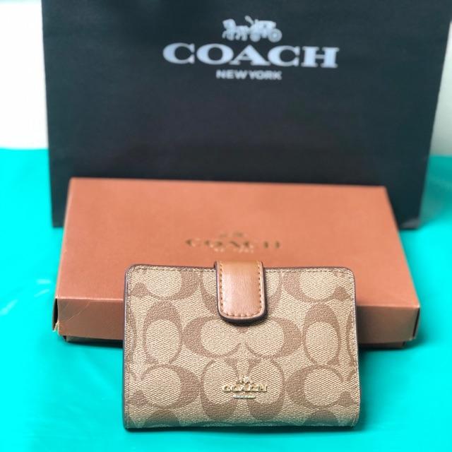 กระเป๋าสตางค์ใบสั้น COACH