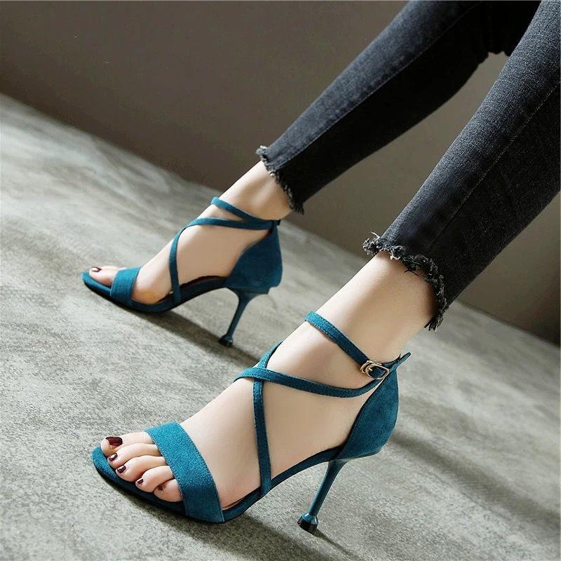 รองเท้าส้นสูง หัวแหลม ส้นเข็ม ใส่สบาย New Fshion รองเท้าคัชชูหัวแหลม  รองเท้าแฟชั่นข้ามสายรัดรองเท้าแตะผู้หญิงฤดูใบไม้ผล