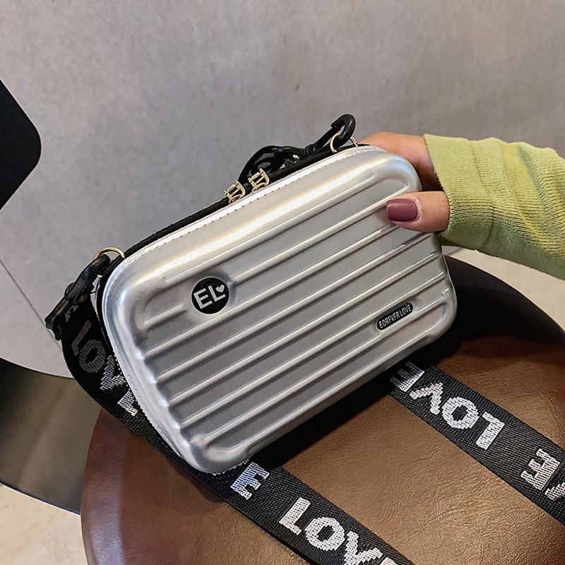 กระเป๋าเดินทางทรงสี่เหลี่ยมใบเล็ก