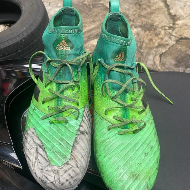 รองเท้าสตั๊ด adidas สีเขียว มือสอง