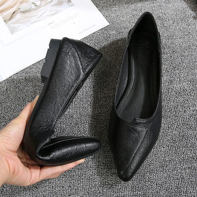 ❤️รองเท้าคัชชูผู้หญิงพื้นยางนิ่ม รองเท้าทำงานผู้หญิงสีดำรองเท้าส้นแบนใหม่สำหรับผู้หญิงที่มีพื้นรองเท้านุ่มปลายแหลม