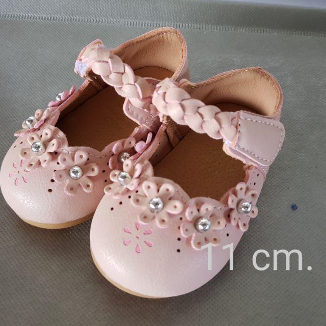 รองเท้าคัชชูเด็ก แต่งขอบดอกไม้น่ารัก