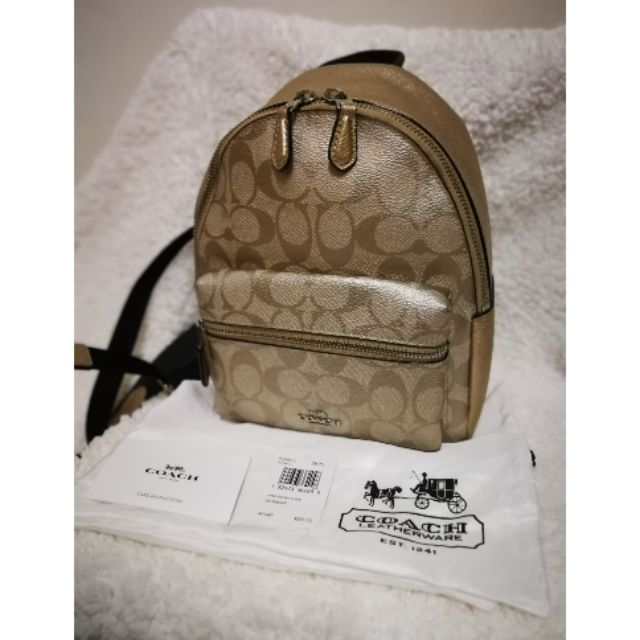 กระเป๋าเป้ Mini Coach สีทอง สภาพใหม่กริบ‼️ของแท้‼️ พร้อมถุงผ้า, ป้ายราคา, ป้ายแบรนด์