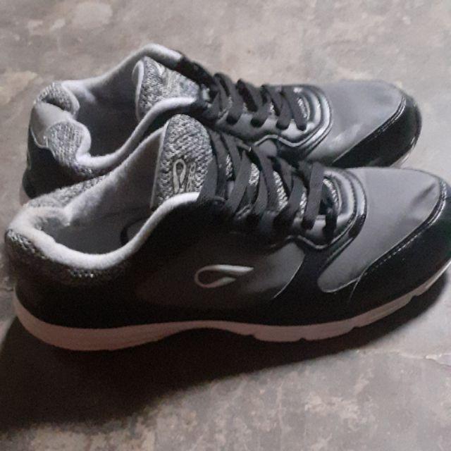 รองเท้าผ้าใบ prospecs ของแท้ มือสอง
