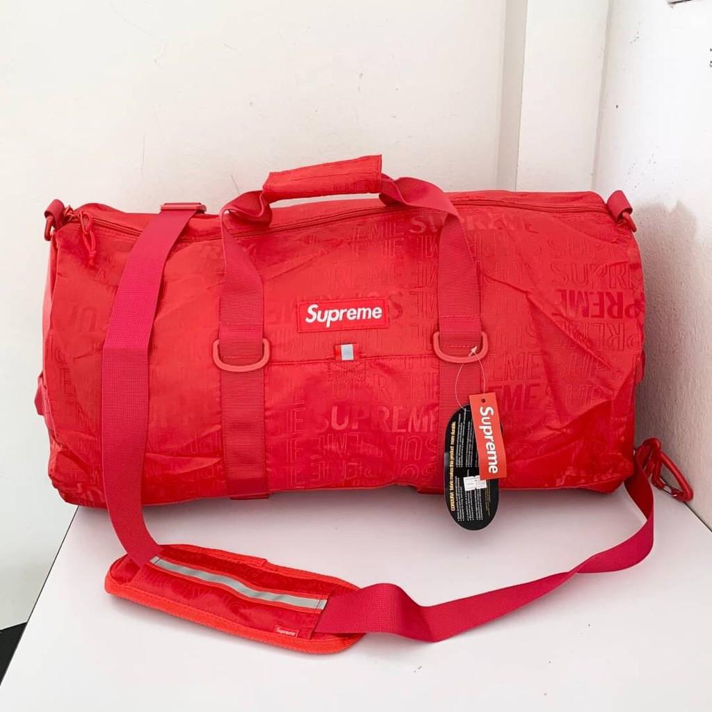 SUPREME SS17 BOX LOGO ALL OVER LOGO PRINT NYLON DUFFLE BAG IN RED AND BLACK กระเป๋าเดินทางแบบถือ ซูพรีม ผ้าไนล่อน โลโก้