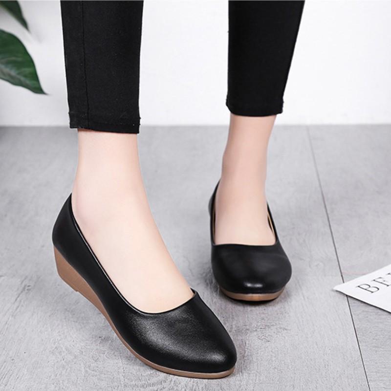 ❤รองเท้าแฟชั่นผู้หญิง❤รองเท้าส้นสูงผู้หญิงรองเท้าส้นสูงแฟชั่น❁◘powerbank cc รองเท้าคัชชูหนัง (เพิ่ม 1 ไซร์ )(หน้าเท้ากว้