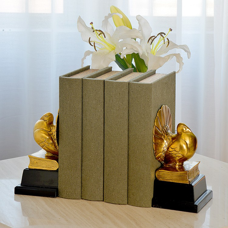 №▪Neo-classical European-American model room home decorations study books rely on creative ornaments Bird Carving Book