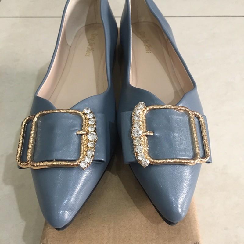 รองเท้าผู้หญิงคัชชูส้นเตี้ยหัวแหลมมือสองสภาพดี