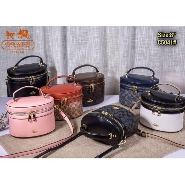 👛 : กระเป๋า Coach #coach 💋 : เกรดพรีเมี่ยม มีถุงผ้าพร้อม หนังสวยมาก  📌 : Size 8 นิ้ว 💸 :