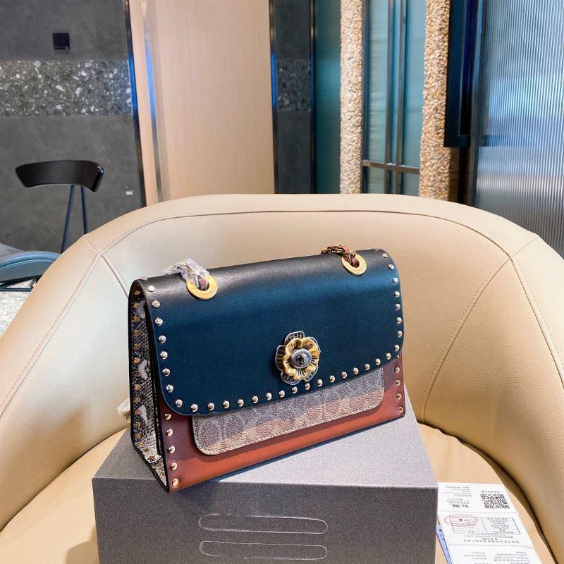 กระเป๋า กระเป๋าสะพาย กระเป๋าสตางค์[Spot] กระเป๋าผ้าแคนวาสเคลือบ COACH สายโซ่หนัง