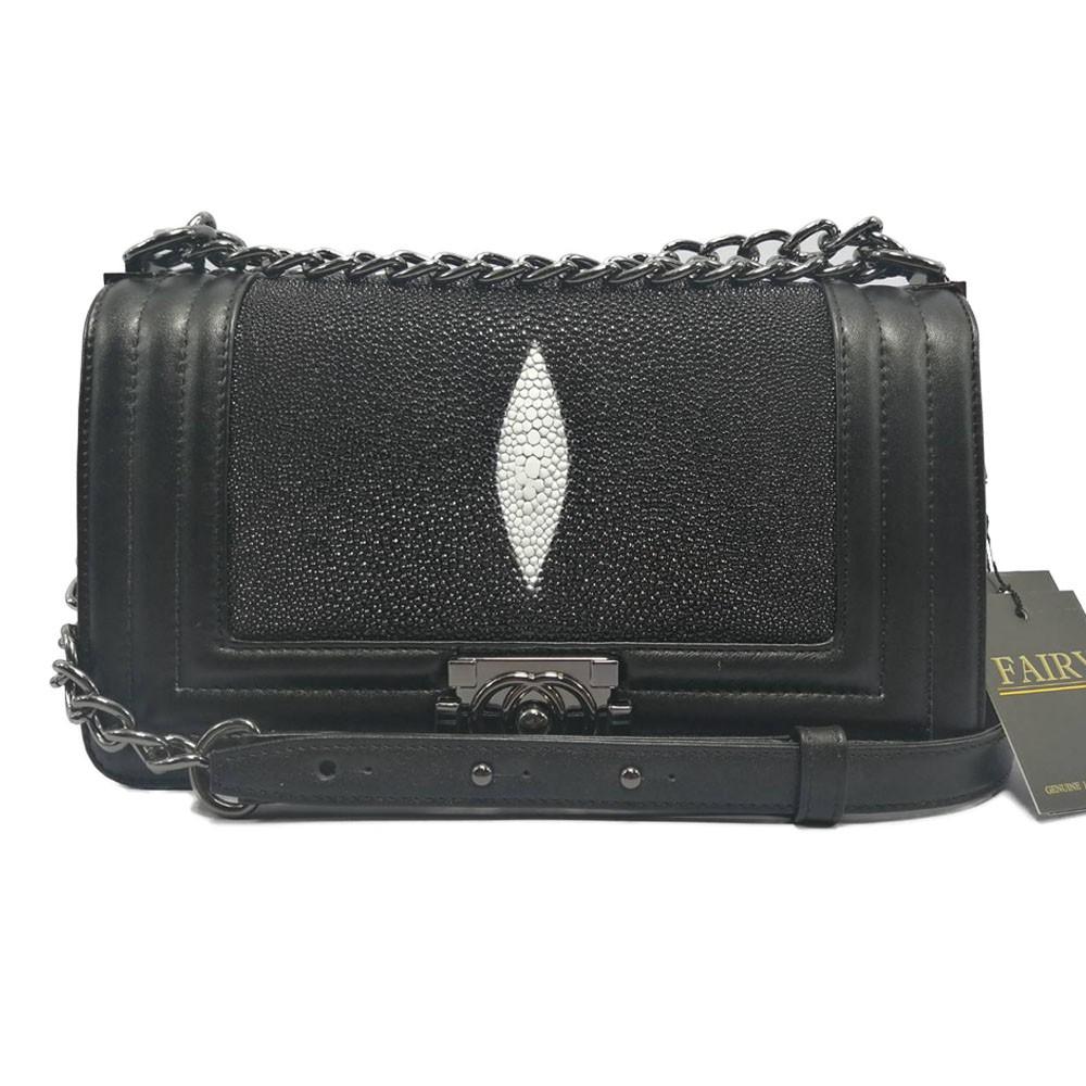 กระเป๋าหนังปลากระเบนแท้ ทรง chanel boy 10 นิ้ว รุ่น CB-11 สีดำ