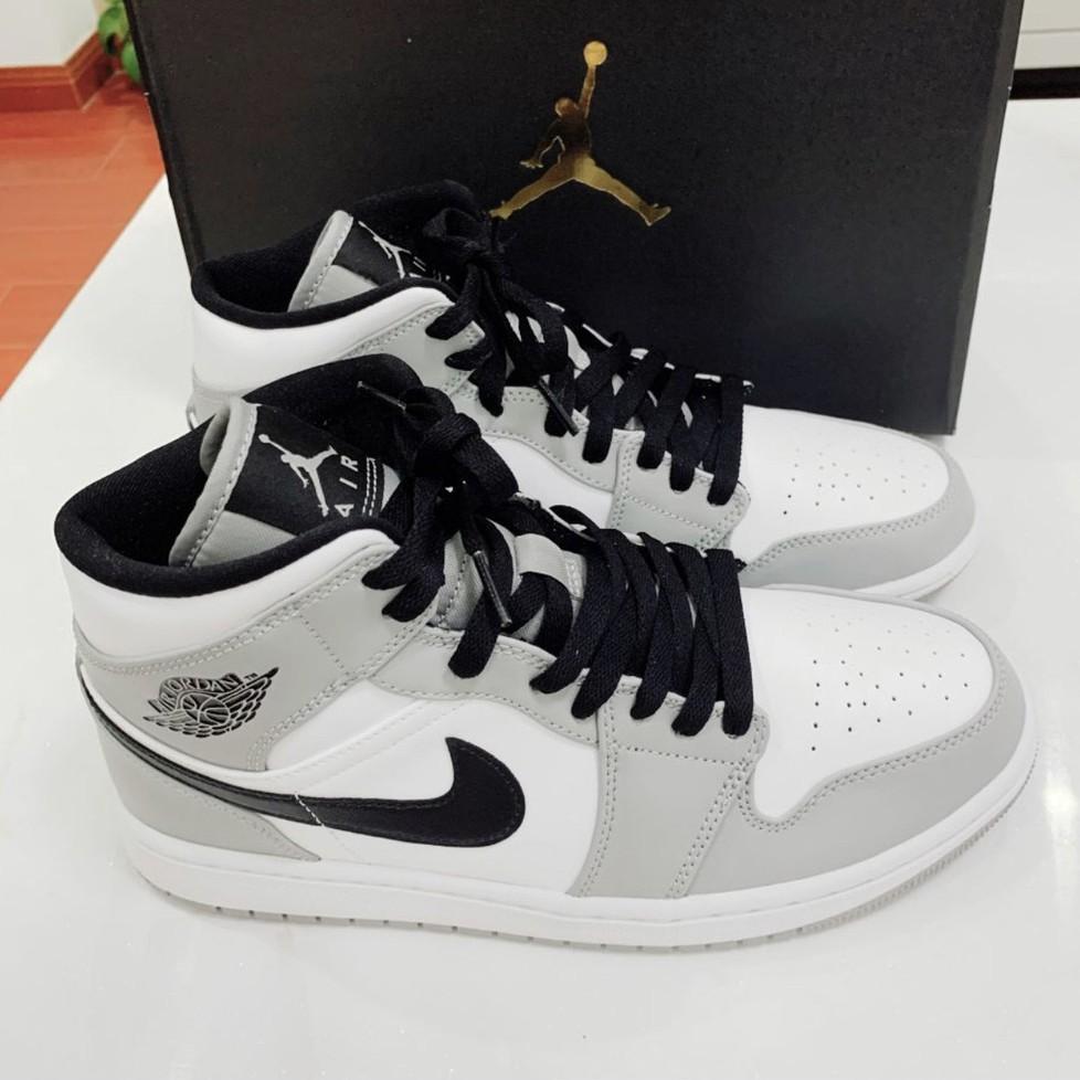 """รองเท้าผ้าใบ Air Jordan 1 Mid """"Light Smoke Grey"""" 554724-092"""