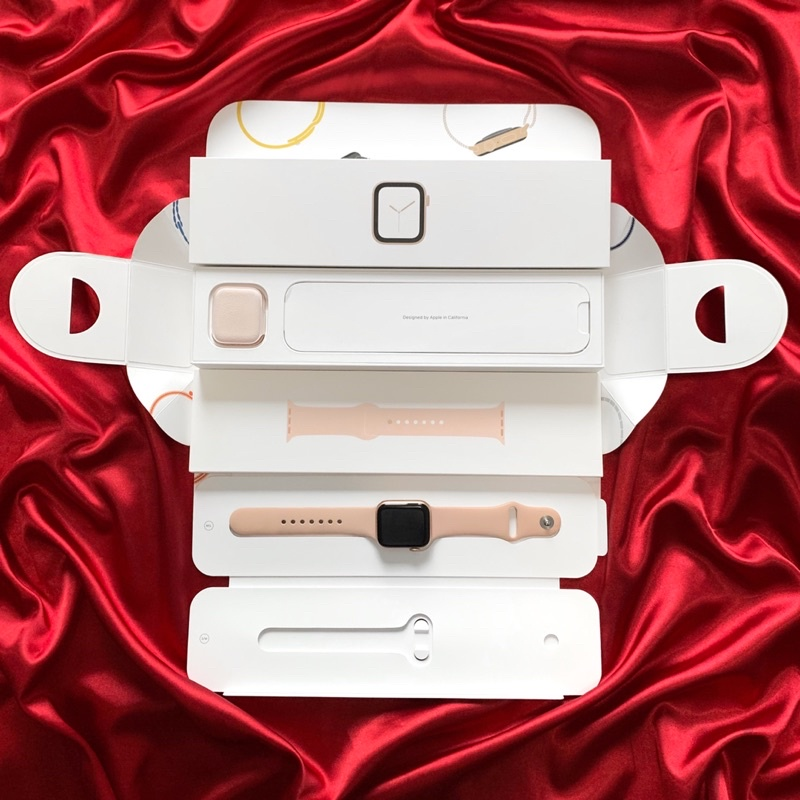 Apple Watch Series 4 GPS 40mm Gold Aluminum Case / Pink Sand Sport Band (มือสอง)