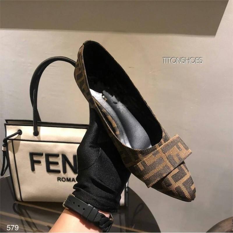 รองเท้าผู้หญิงคัชชูหัวแหลม