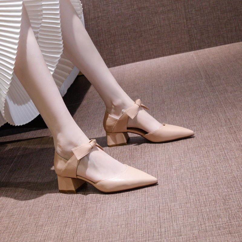 รองเท้าคัชชูหัวแหลมผู้หญิงส้นหนาส้นหนาส้นสูงโรมันรองเท้าแตะผู้หญิง