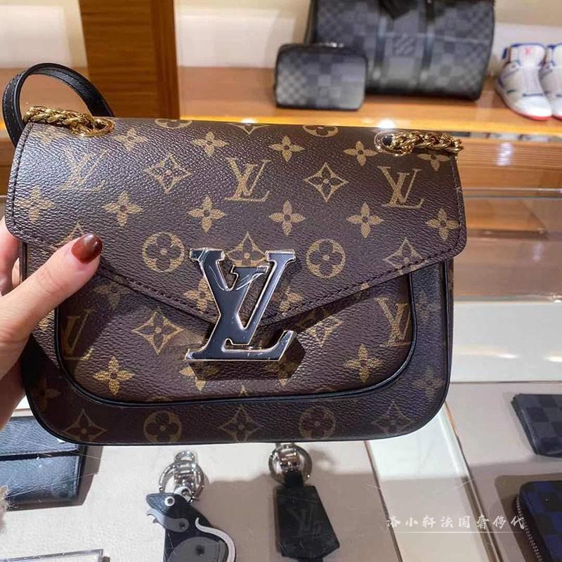 ヹ↙กระเป๋ากระเป๋าเดินทาง  กระเป๋าเป้สะพายหลัง★★★❤🔥🔥ซื้อกระเป๋าผู้หญิง Lv Louis Vuitton กระเป๋าสะพายข้างแบบพลิกใหม่สายโซ