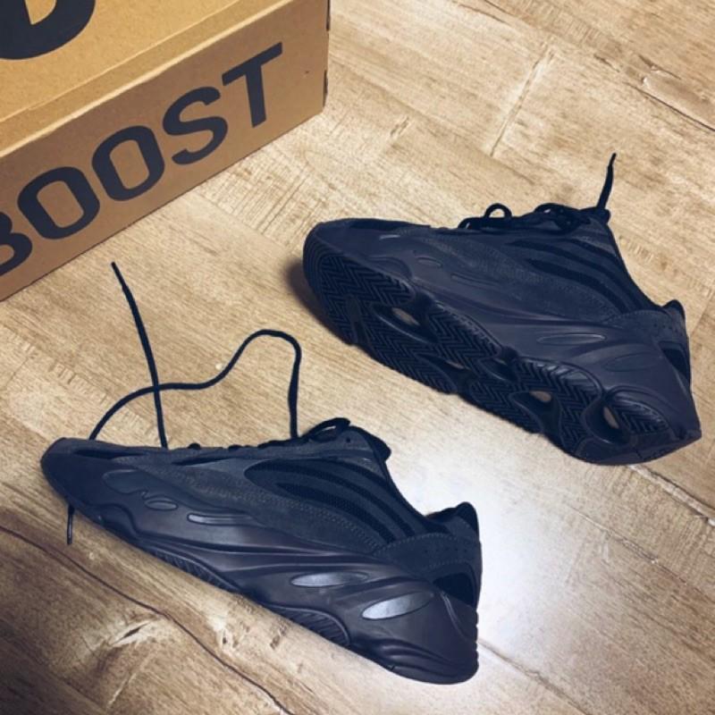 【ร้านขายโฟกัส】 Adidas Yeezy Boost 700 V2 Vanta Black Soul FU6684