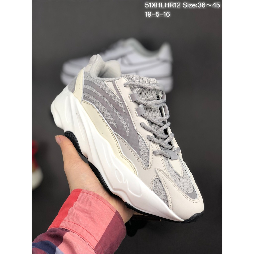 NEW Adidas Yeezy Coconut 700 V2 Boost Retro I113 รองเท้าเก่า รองเท้ากีฬา รองเท้าลำลอง รองเท้าวิ่ง รองเท้าผู้ชายและผู้หญิ
