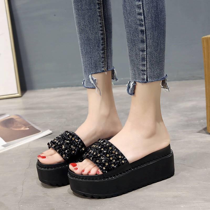 รองเท้าส้นสูงไซส์ใหญ่!รองเท้าคัชชู!รองเท้าส้นสูงมือสอง! 水钻松糕厚底拖鞋女夏2020新款韩版时尚外ผู้หญิงสวมรองเท้าแตะส้นสูงและรองเท้าแตะ