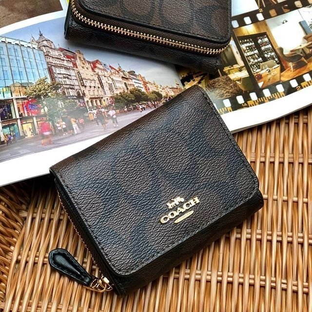 👑 COACH F41302 : กระเป๋าสตางค์ใบสั้น แบบ 3 พับ 👑