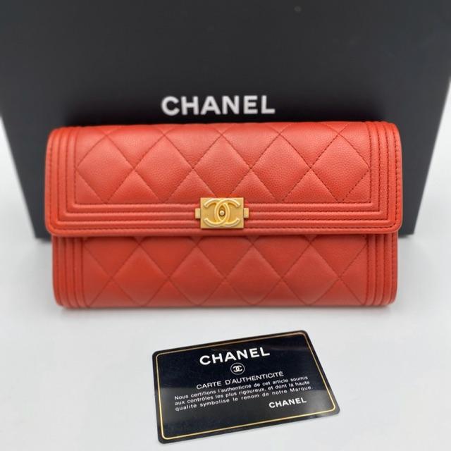 Like new chanel boy  sarah wallet holo 24 ❤️