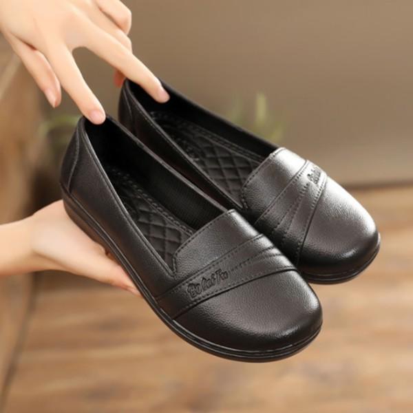 รองเท้าคัชชูผู้หญิง รองเท้าส้นปกติ รองเท้าคัชชูหัวมน พื้นลายตาราง สีดำล้วน ยางนิ่ม