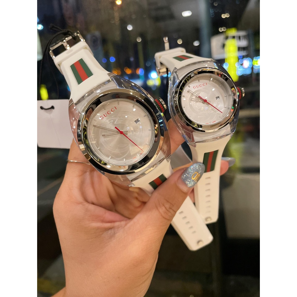 The Gucci Gucci SYNC couple's transparent British watch style is atmospheric, female millimeter and male millimeter colo