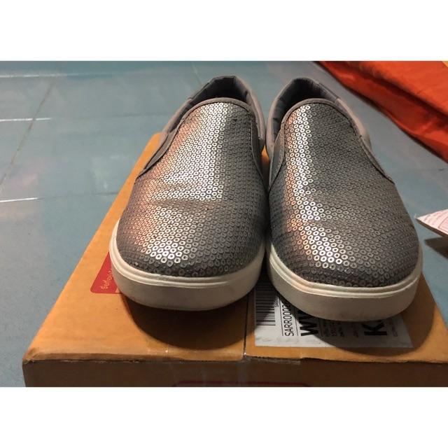 รองเท้า crocs แท้ 100 %