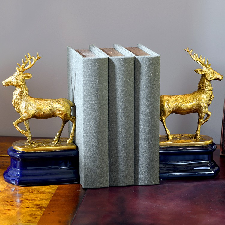 ♈❃✑European-style ceramic inlaid copper creative deer bookend books rely on high-end home study office book stand decor