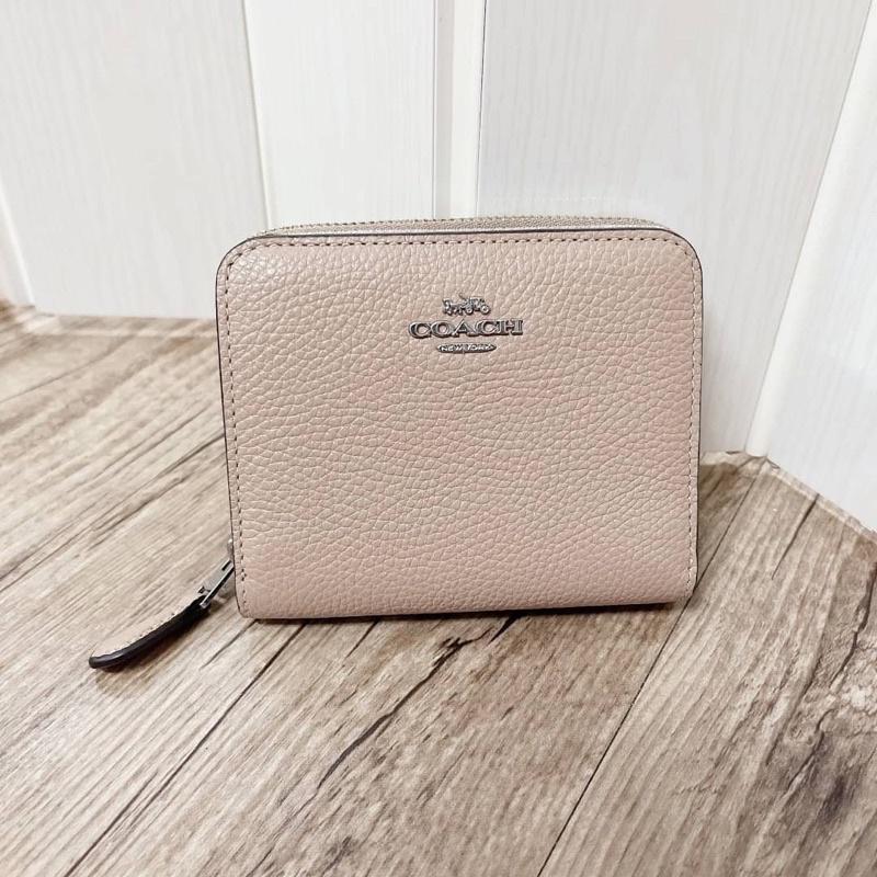 👑ผ่อน0%~แท้100%👑 กระเป๋าสตางค์ ใบสั้น สีครีมมีช่องซิป Coach 1579