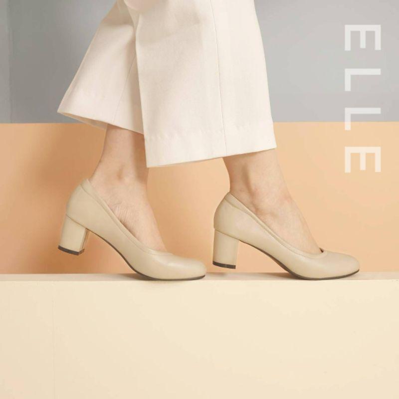 รองเท้าคัชชูส้นสูง 2 นิ้ว รุ่น ELLE สี Mashmellow  *เช็คสินค้าทางแชทก่อนกดสังซื้อทุกครั้ง*