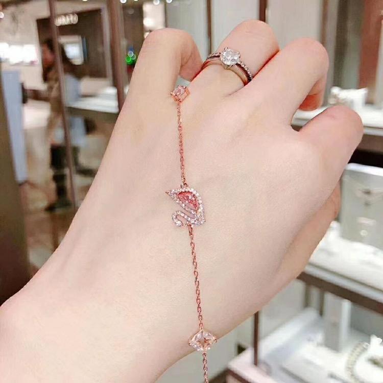 สร้อยข้อมือสุภาพสตรีSwarovski/สวารอฟสเล็กๆน้อยๆหงส์นางสาวสร้อยข้อมือนุ่มสีชมพูสีแดงสร้อยข้อมือของขวัญวันวาเลนไทน์ jXP8
