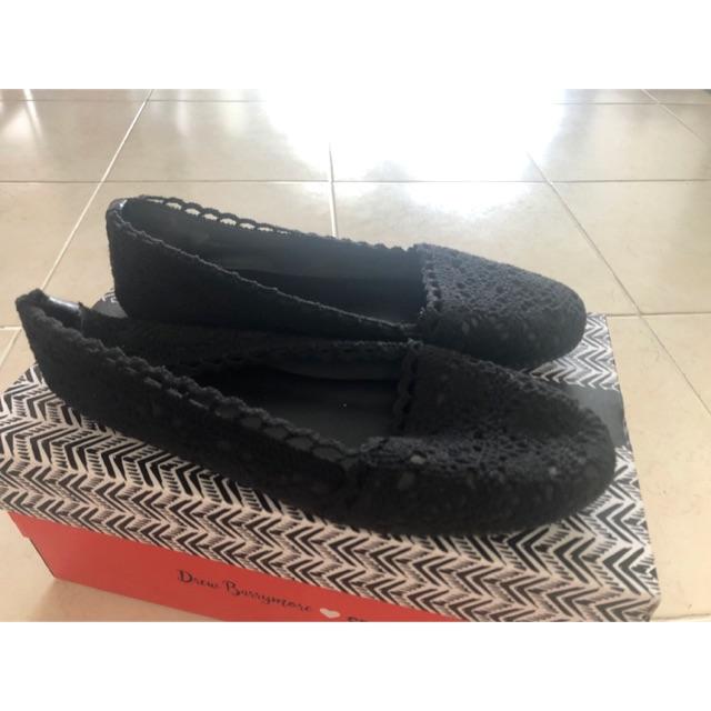รองเท้าคัชชูผู้หญิงลายลูกไม้สีดำ