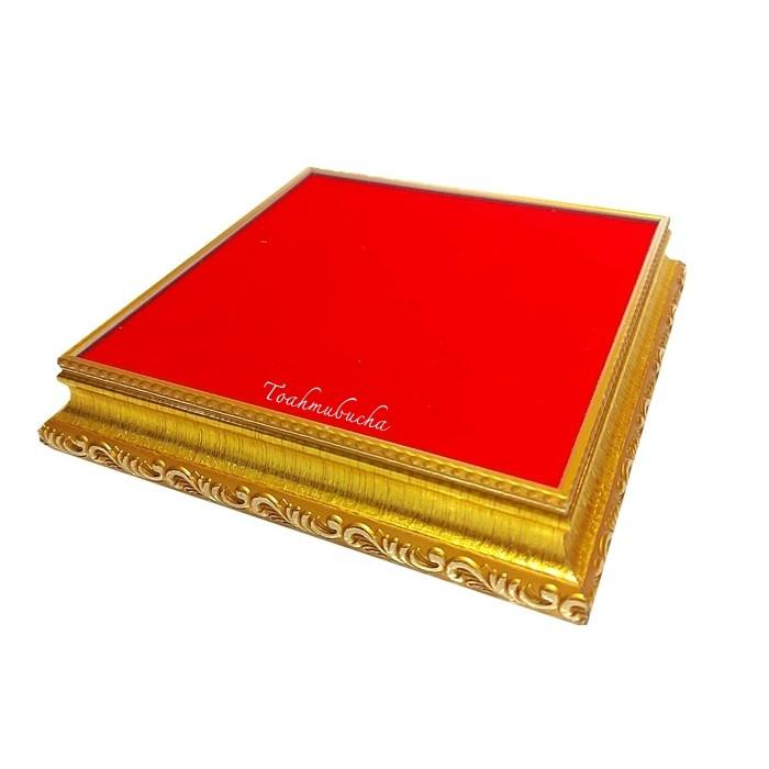 ฐานวางพระ ขนาด 5x5 นิ้ว พื้นกำมะหยี่สีแดง กรอบไม้ทอง ราคาส่ง