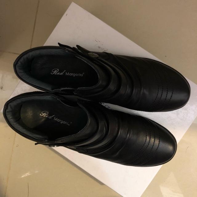 รองเท้าหุ้มส้นคัชชูหนังนิ่มสีดำ แบรนด์ red magarita มือสองสภาพใหม่