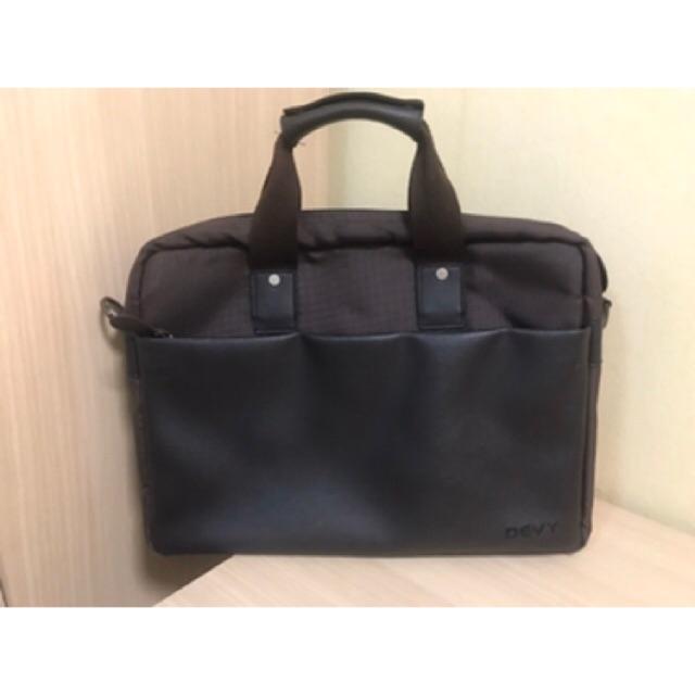 กระเป๋าถือ หรือสะพาย DEVY ของแท้ 100%