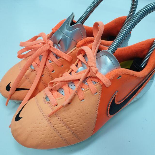 รองเท้าเตะฟุตบอล Nike มือสอง