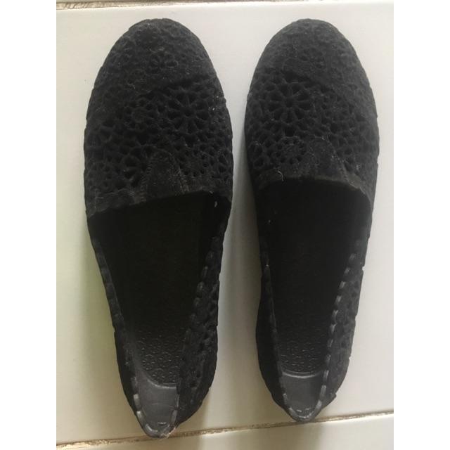 รองเท้าคัชชู ผ้ากำมะหยี่สีดำ