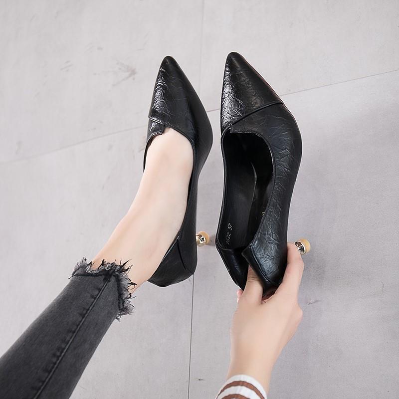 รองเท้าส้นสูง หัวแหลม ส้นเข็ม ใส่สบาย New Fshion รองเท้าคัชชูหัวแหลม  รองเท้าแฟชั่นรองเท้าผู้หญิงรองเท้าส้นสูงฤดูใบไม้ร่