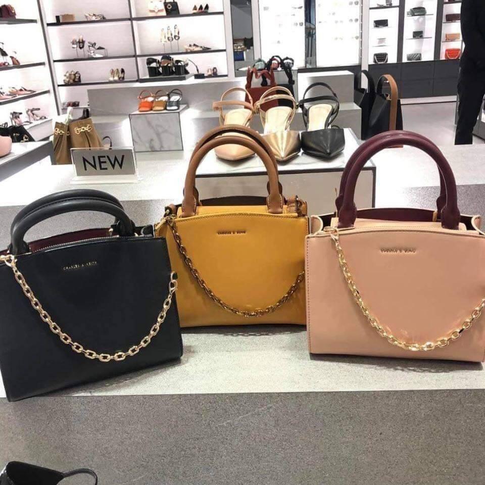 กระเป๋า Charles & Keith ขนาด 8.5 นิ้ว ( มี 3 สี : ดำ เหลือง ชมพู) #งานแท้outlet💯