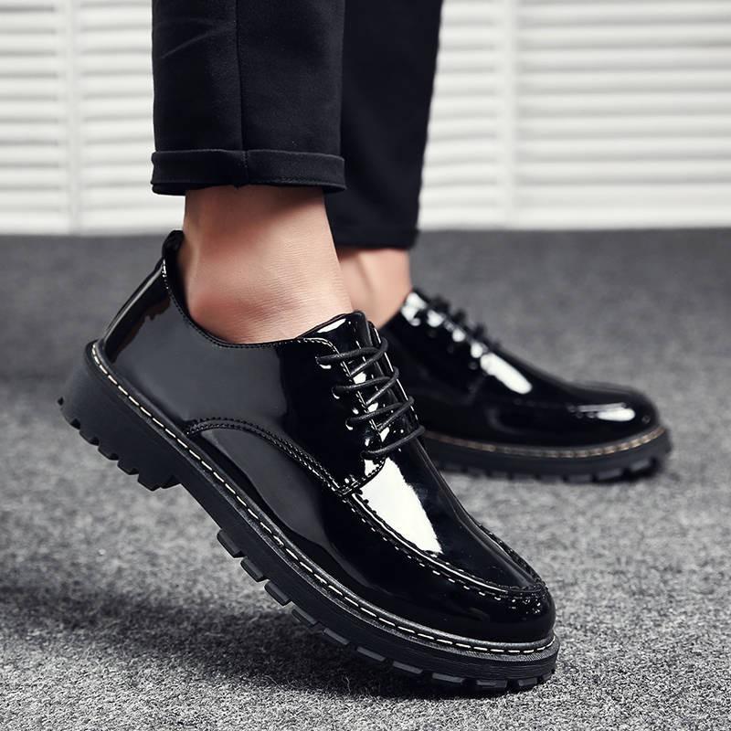❤️รองเท้าคัชชูหนังชาย รองเท้าหนังสีดำอังกฤษขนาดเล็กผู้ชายเกาหลีรอบนิ้วเท้าลูกไม้รองเท้าลำลองผู้ชายรองเท้าหนังสดใส
