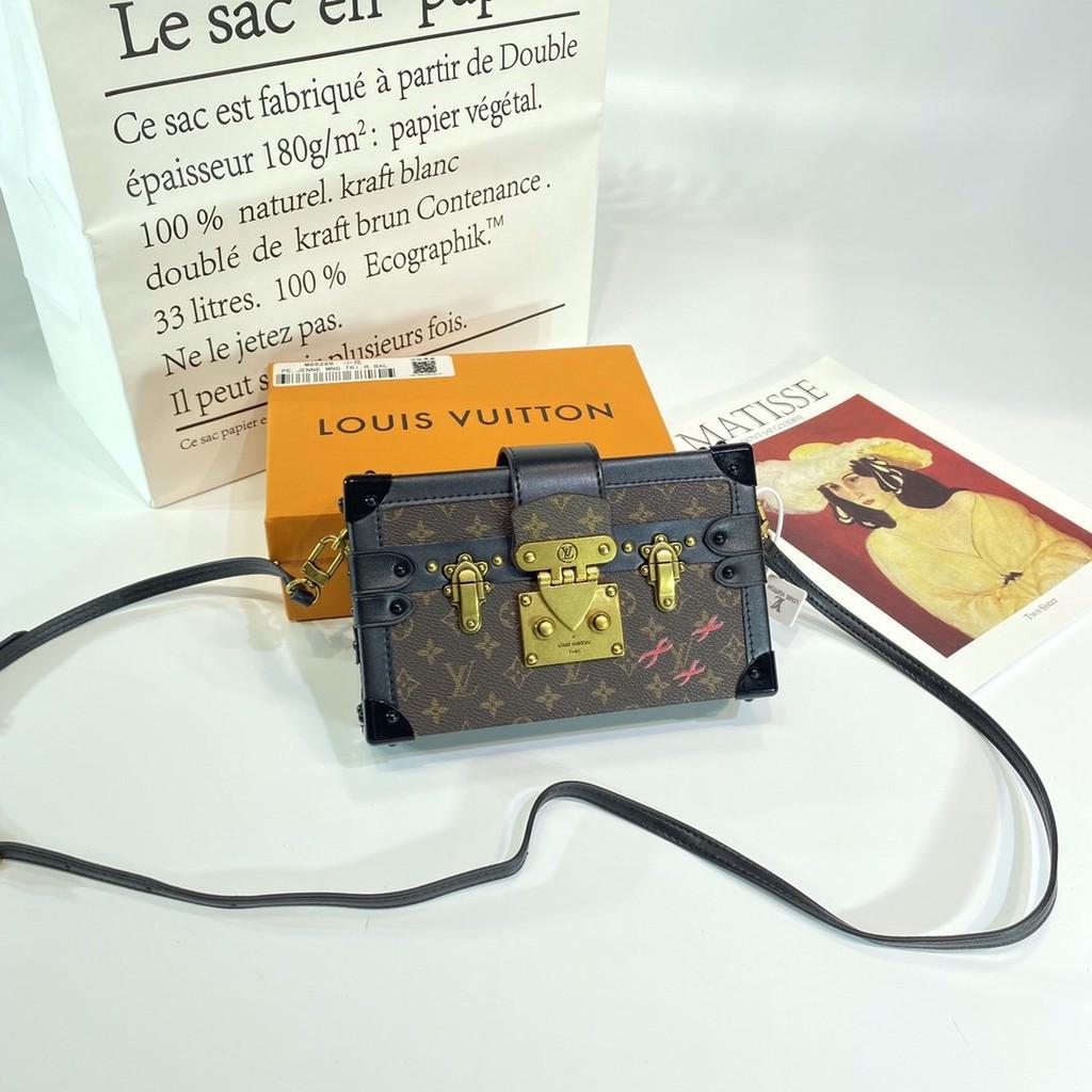 จุดใหม่จุดนัดจริง LV Louis Vuitton กระเป๋าเดินทางใบเล็ก V บ้านออกแบบคลาสสิกย้อนยุคเล็ก ๆ น้อย ๆ น่ารัก 44188M43 สินค้าที