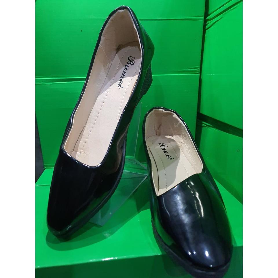 รองเท้าคัชชู รองเท้าคัชชูผู้หญิง รองเท้าคัชชูส้นเตารีด รองเท้าหนังนิ่ม รองเท้าน้ำหนักเบาใส่สบาย