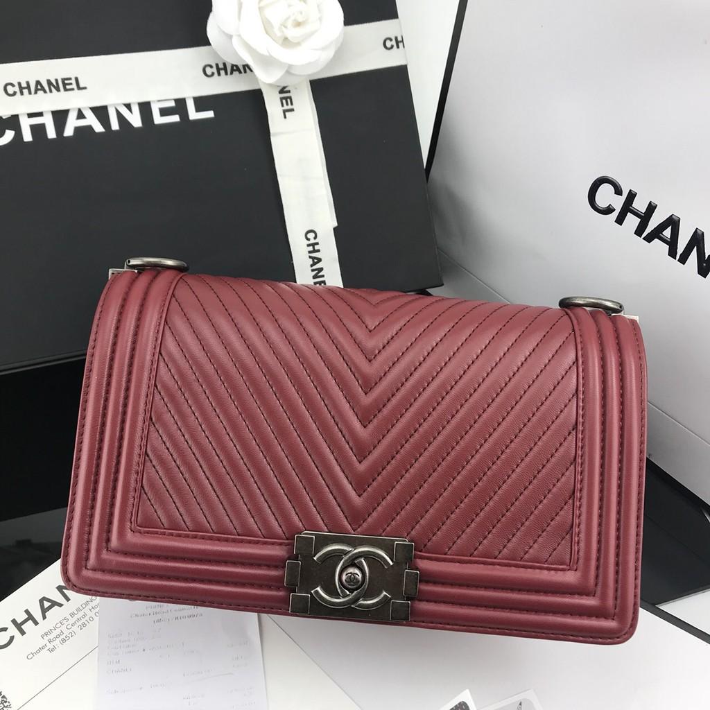 กระเป๋าสะพาย แบรนด์เนม Chanel Boy งาน hi end สีแดง หนังแลมป์ อะไหล่เงิน