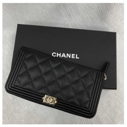 Chanel A80815 Boy series zip wallet สีดำลายลิ้นจี่ซิปยาวคลิปทองโลโก้หนังวัว / หนังแกะ 12 ใบที่เดิม