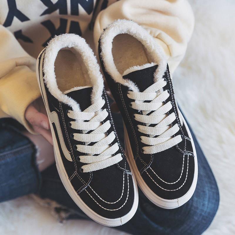 ผ้าใบสีขาว:รองเท้าคัชชู: บวกกำมะหยี่รองเท้าผ้าใบผู้หญิงรองเท้าเกาหลีรุ่นป่าใหม่รองเท้าผ้าสีดำสบาย ๆ รองเท้ากระดานสีขาวขน
