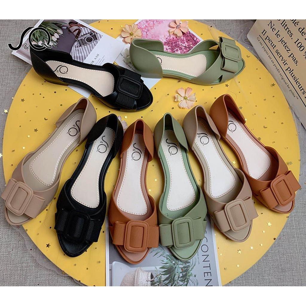 ✉♛❧HOT รองเท้าแฟชั่น รองเท้าคัชชูหุ้มส้น หัวแหลม เหมาะสำหรับทุกวัยรองเท้าแตะผู้หญิง